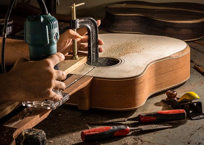 Réparation, modification et entretien de guitares